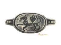 front-view-Silver signet/fede ring, 15th-16th century.