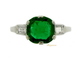 front-view-Art Deco emerald and diamond ring, circa 1925.
