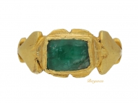 front view Ancient Roman gold cabochon emerald ring, circa 1st-2nd century AD.
