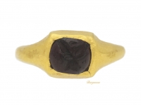 front view Western Asiatic gold ring with engraved garnet, circa 1000 BC.