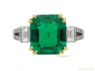 front-veiw-natural-emerald-diamond-ring-berganza-hatton-garden