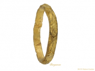 front-view-antique-gold -carved-ring-berganza-hatton-garden