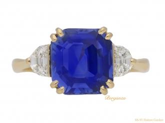 front-view-ceylon-sapphire-diamond-ring-berganza-hatton-garden