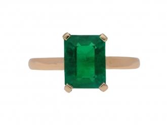 front-view-vintage-Colombian-emerald-ring-berganza-hatton-garden
