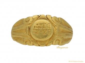 front-view-Ancient-roman-military-ring-berganza-hatton-garden