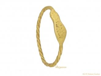 front-view-ancient-roman-gold-ring-berganza-hatton-garden