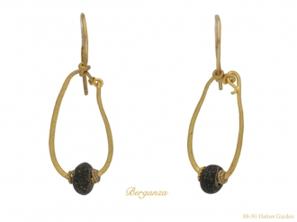 front-view-ancient-roman-gold-earrings-berganza-hatton-garden