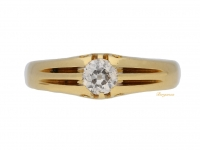front view Solitaire diamond ring in yellow gold, circa 1914.