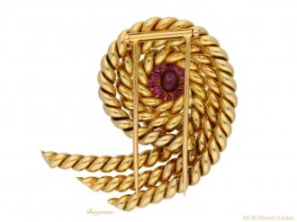 front-view-vintage-Star-ruby-gold-brooch-berganza-hatton-garden