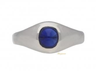 front-view-S.-Kind-&-Sons-sugarloaf-cabochon-sapphire ring,-circa-1935.-berganza-hatton-garden