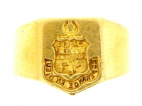 15ct gold signet ring, English circa 1922.