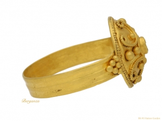 front-view-Ancient-Roman-ring-with-ornate-gold-work-circa-4th-Century-AD.berganza-hatton-garden