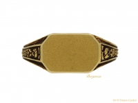 front-view-Antique-signet-ring-yellow-gold-berganza-hatton-garden