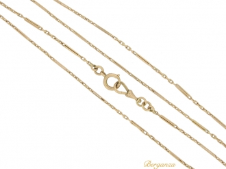 front view Antique long guard chain necklace in 15ct gold, circa 1910.