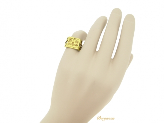 hand view Early Byzantine gold marriage ring, circa 4th century AD. berganza hatton garden