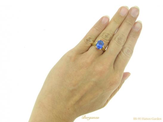 hand Antique Ceylon sapphire gold ring hatton garden berganza