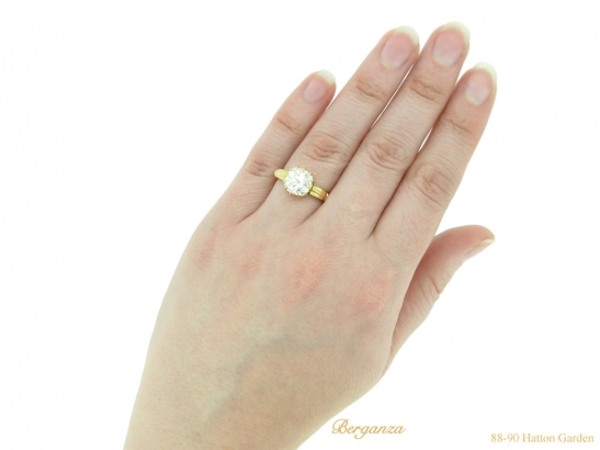 hand view antique diamond gold ring berganza hatton garden