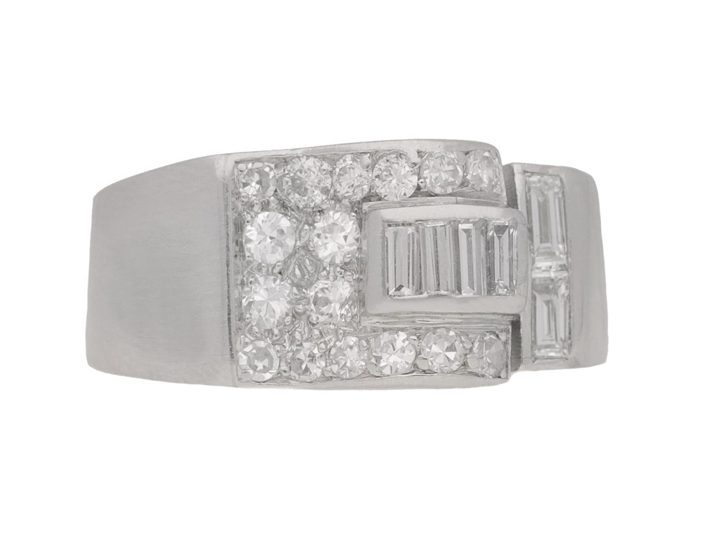 front view Art deco diamond ring in platinum, circa 1930.