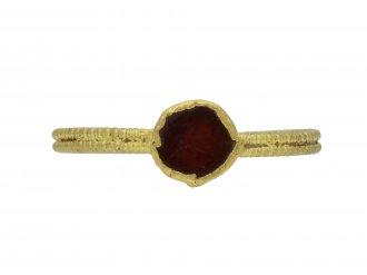 Saxon gold ring garnet 8th   10th century berganza hatton garden
