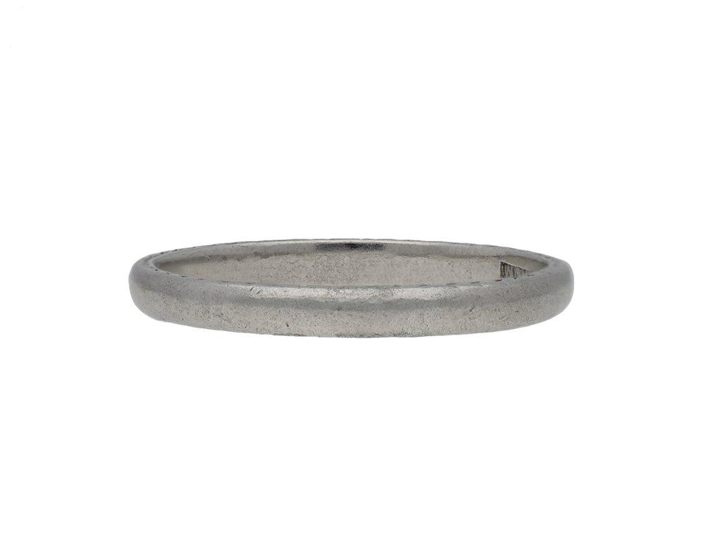 Wedding ring in platinum, by The Goldsmiths hatton garden