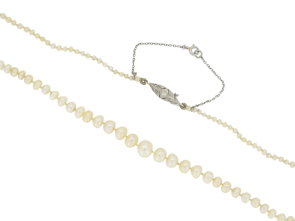 front view Natural pearl necklace