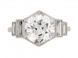 Solitaire engagement ring diamond shoulder berganza hatton garden