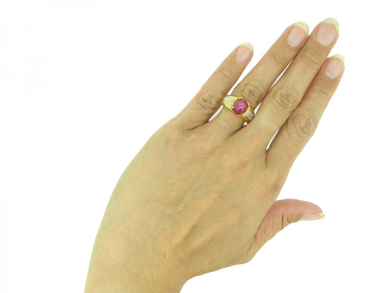 Van Cleef & Arpels ruby diamond ring berganza hatton garden
