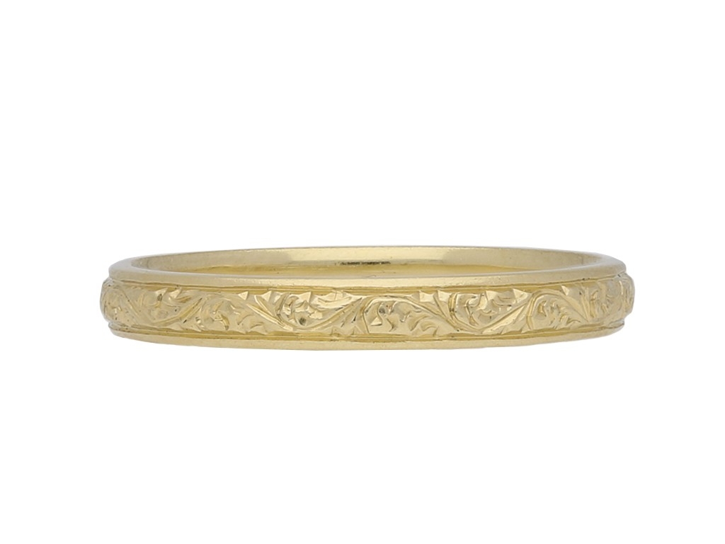 Victorian yellow gold engraved wedding band, circa 1900.