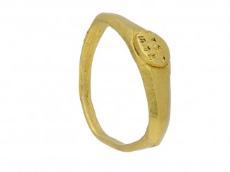 Ancient Roman 'EVT/VXI' gold signet ring berganza hatton garden