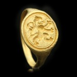 Elizabethan gold signet ring with Scottish rampant lion, circa 16th century.