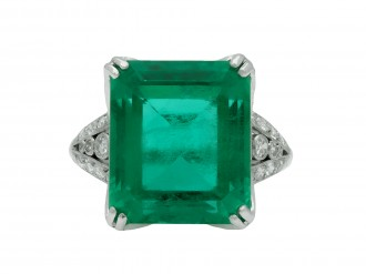 Top of Colombian emerald and diamond ring