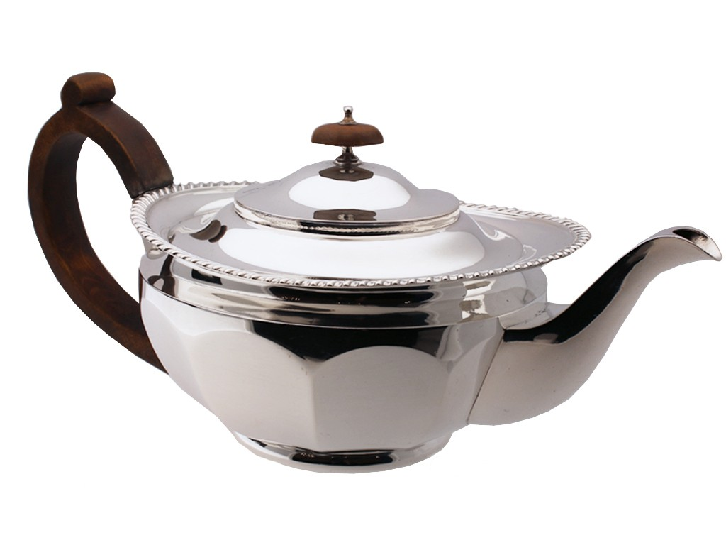 Mappin & Webb Silver tea pot, English, circa 1931.