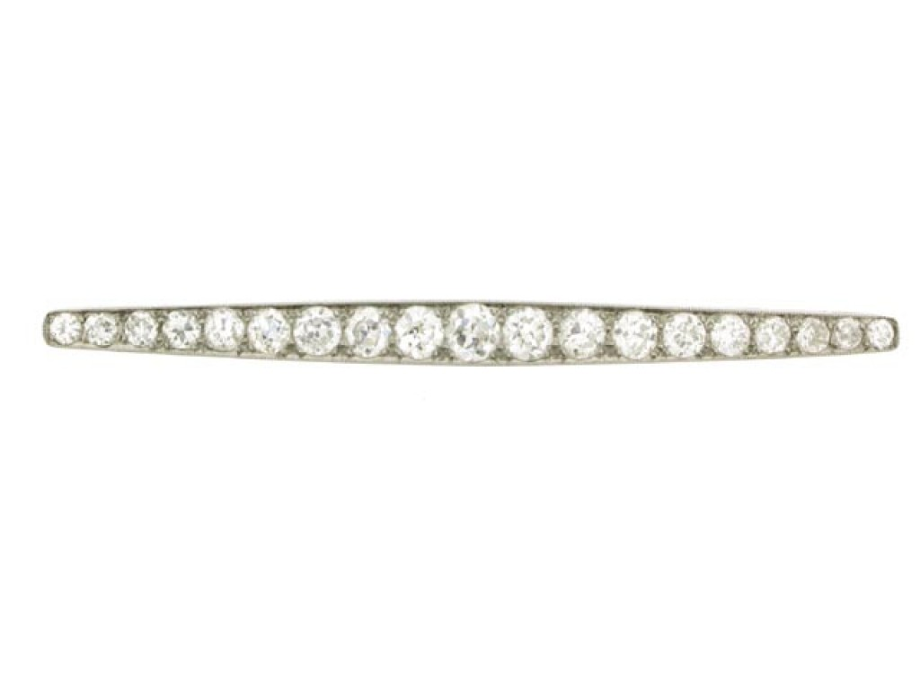 front view Diamond bar brooch, circa 1930.