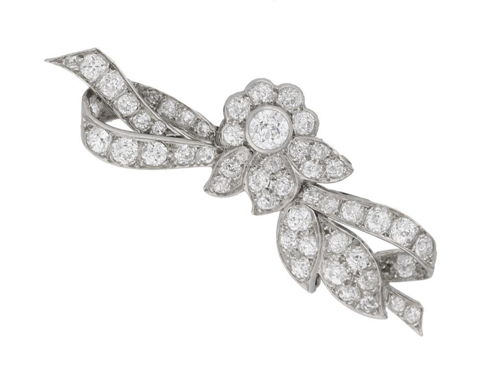 front view Diamond brooch in platinum, circa 1910.