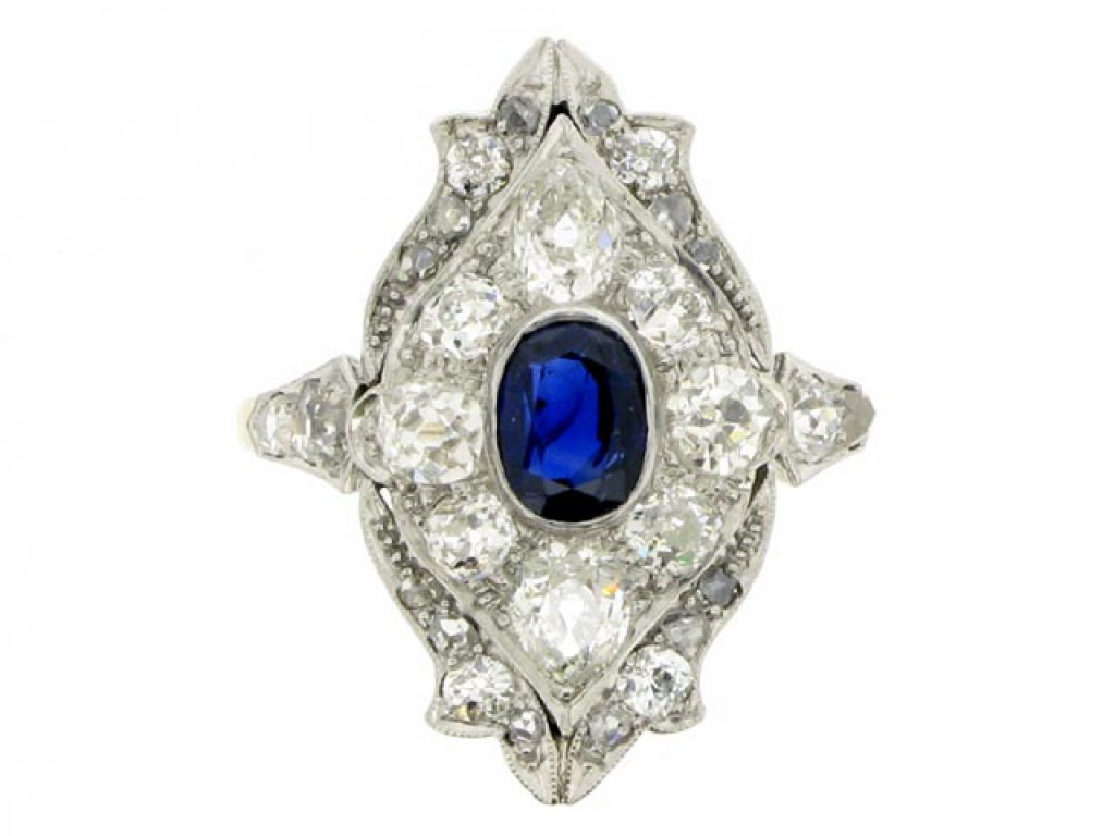 front view Edwardian sapphire and diamond ring in platinum and gold, circa 1910.