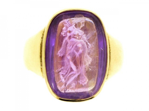 Antique amethyst signet ring in yellow gold, circa 1890.