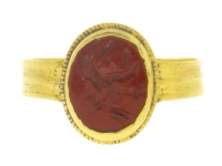 Ancient Roman jasper signet ring  engraved with a grillos, 1st  to 2nd century AD.