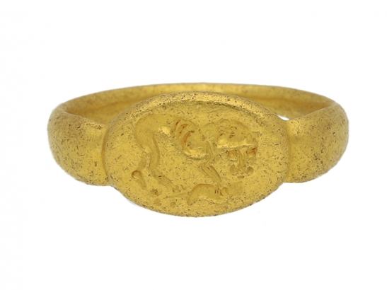 front view Ancient Greek gold signet ring with lion, circa 5th   3rd century BC.