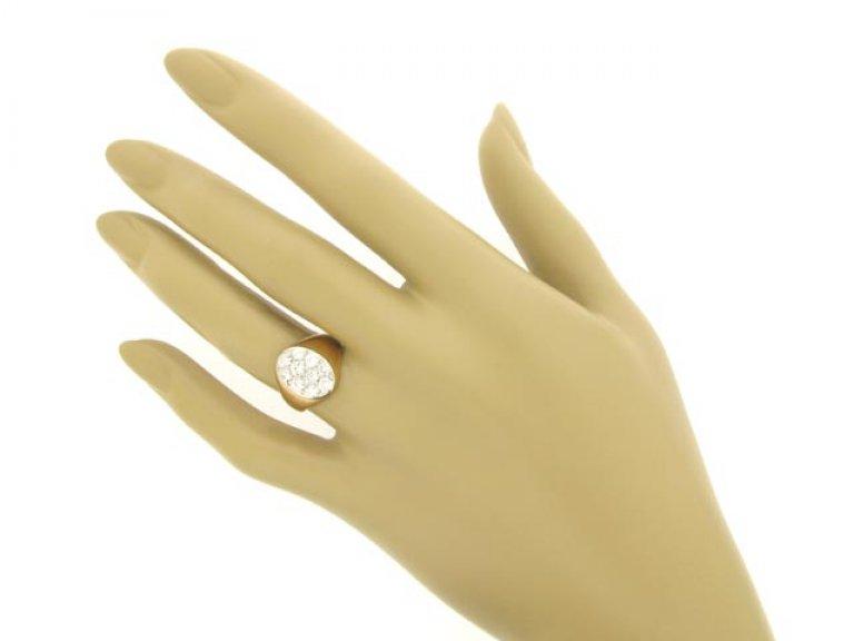 hand view Pavé set diamond ring, circa 1945.