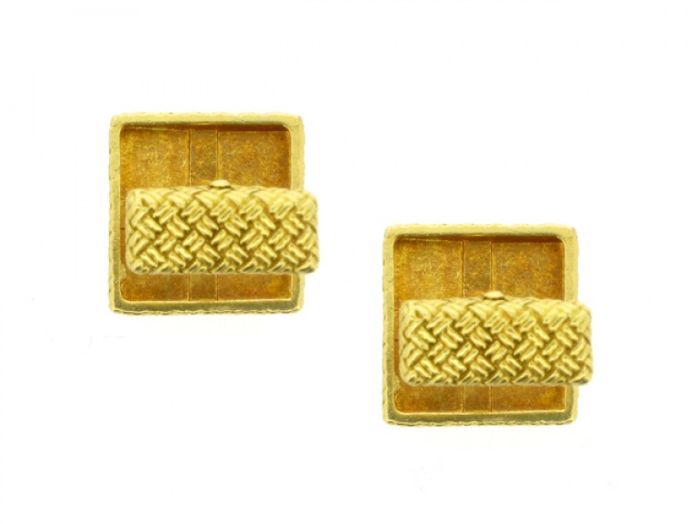 side view 18 carat yellow gold cufflinks, French, circa 1970.