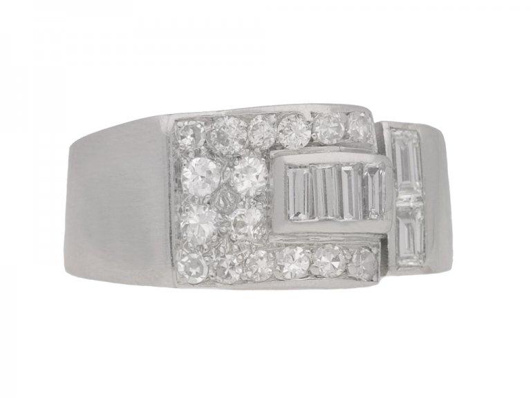 front view Art deco diamond ring in platinum, circa 1930.