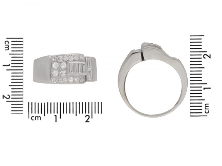 size view Art deco diamond ring in platinum, circa 1930.
