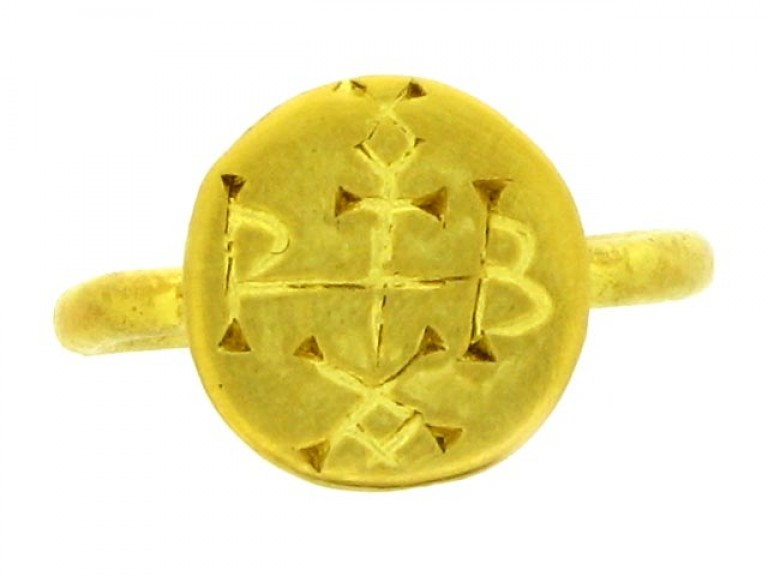 front view Byzantine gold signet ring, 6th 7th century AD.