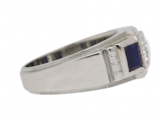 front view Art Deco diamond and sapphire ring in platinum and white gold, French, circa 1930.
