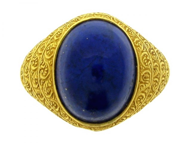 front veiw Cabochon lapis lazuli and gold ring, circa 1940.