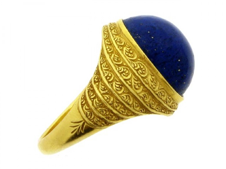 side view Cabochon lapis lazuli and gold ring, circa 1940.