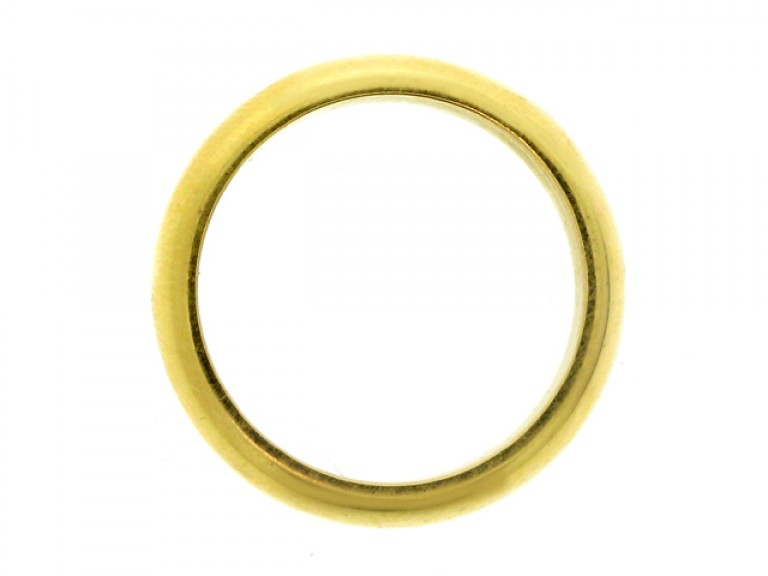 18 carat yellow gold wedding ring, French, circa 1950.