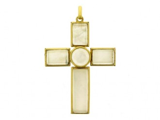 front view Rock crystal and gold cross, circa 1890.