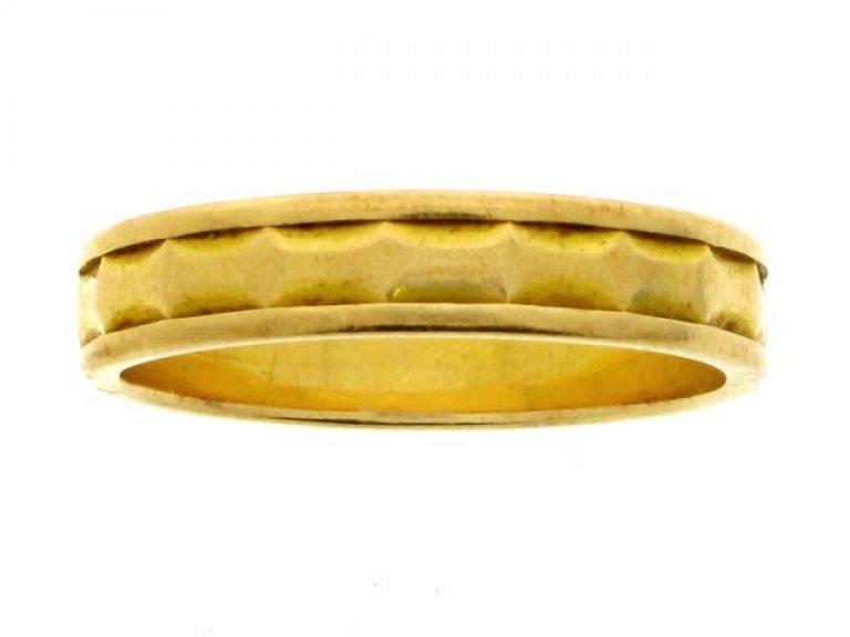 18 carat gold wedding ring, French, circa 1940.