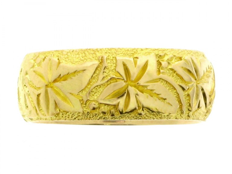 Engraved wedding ring in 18 carat yellow gold, English, circa 1911.